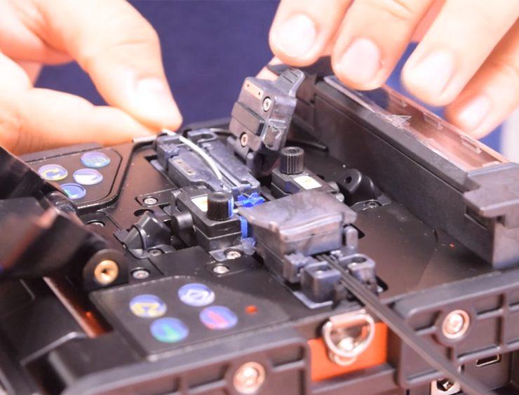 Máquina de fusão de fibra óptica: entenda como funciona! - Overtek